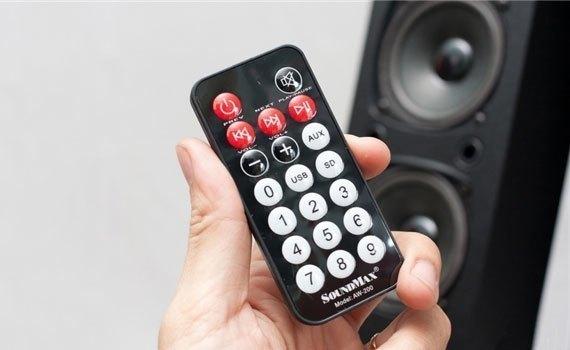Loa Soundmax AW200 hỗ trợ điều khiển từ xa